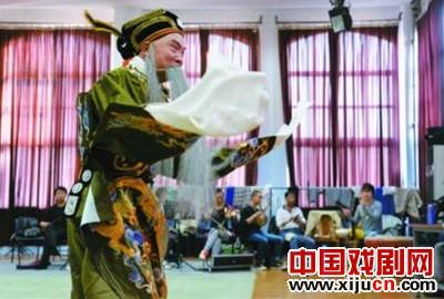 《月亮下的小河追逐韩信》的完整版本将于10月31日在上海艺海剧院试演。