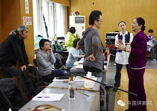 平剧《母亲》预演七月在北京紧张上演