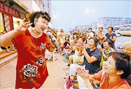 """王媛为居民举办了一场音乐会,庆祝""""老师们永恒的感激"""""""