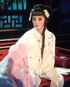 """中国评剧剧院的优秀演员王平演唱的《黛玉烧伤草稿》将在""""田桓Xi地""""栏目播出"""