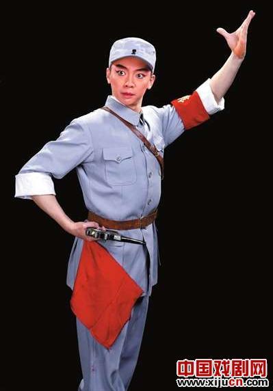 谭元寿协助儿子谭孝曾担任沙家浜导演,并邀请杨邵淳指导谭正岩武术。