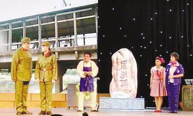 大型现代京剧《罗湖桥》上演