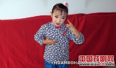 5岁的唐山业余选手郑一曼参加了小梅花奖的角逐
