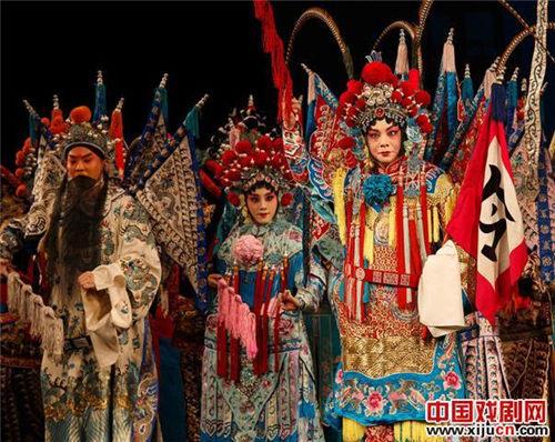 """由北京京剧院梅兰芳剧团领导的""""经典剧目展览""""在江苏南通更受欢迎的剧院揭幕。"""