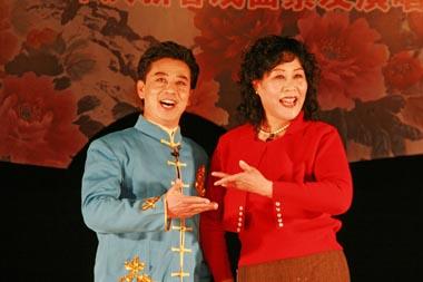 评剧评论家们演唱了评剧的经典咏叹调《刘巧儿》和《抓住印刷》